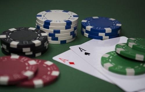 اصطلاحات بازی پوکر و قانون دو و چهار چیست؟