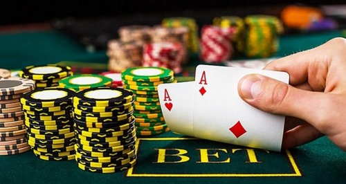 بازی پوکر سه کارته آنلاین به چه صورتی می باشد؟