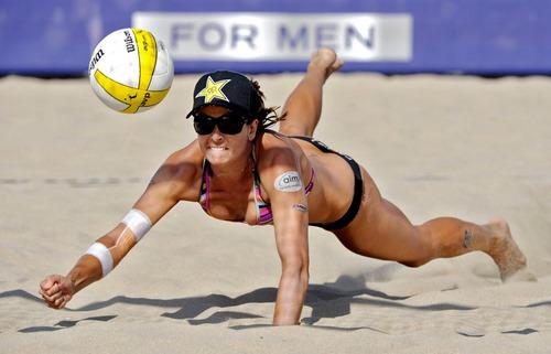 تعداد بازیکنان والیبال ساحلی باید چند نفر باشد؟